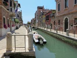 Jak legendy i tajemnicze historie wpływają na ruch turystyczny
